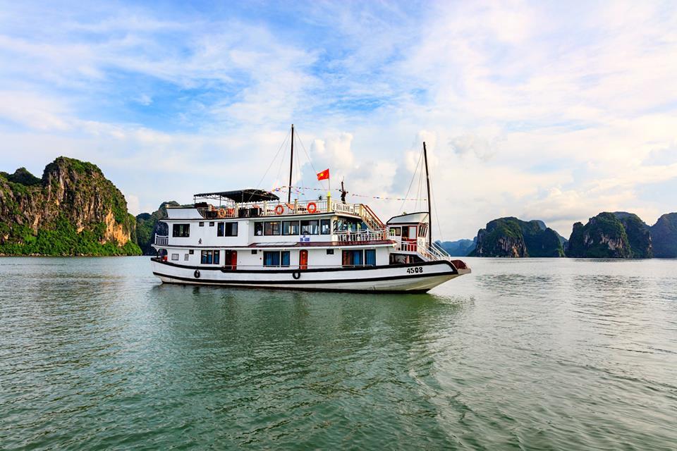 Charm Legend Cruise - Hạ Long